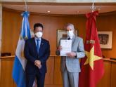 Solá_Embajador de Vietnam