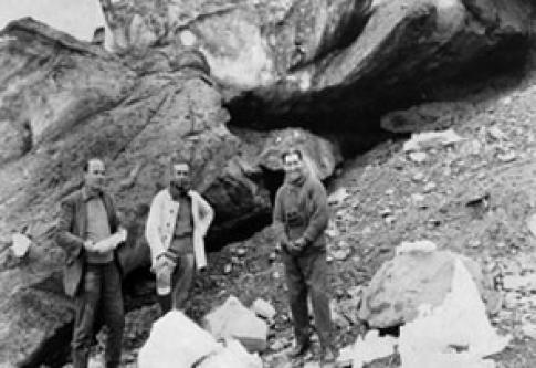 Científicos argentinos en el fiordo Morena, Georgias del Sur, 1924