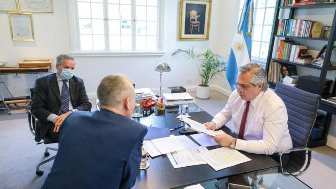 Presidente Fernández con Países Bajos