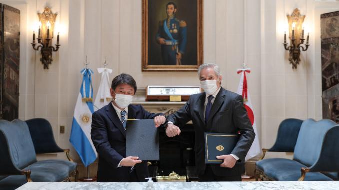 Toshimitsu Motegi y Felipe Solá