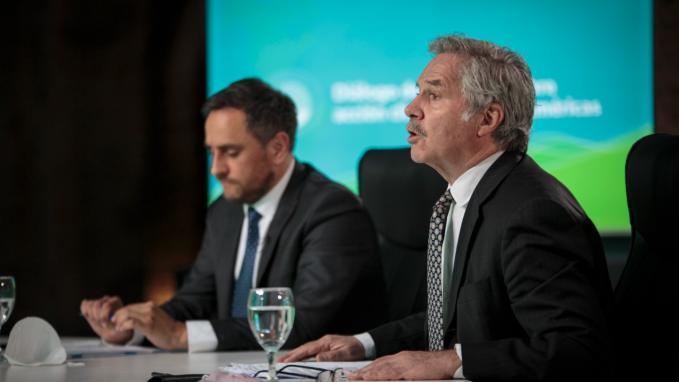 Ministros Juan Cabandié y Felipe Solá