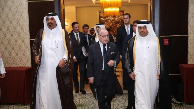 El Canciller Faurie junto a Ministro de Comercio e Industria de Qatar, Ali Bin Ahmed Al-Kuwari. Encuentro de Negocios e Inversiones.