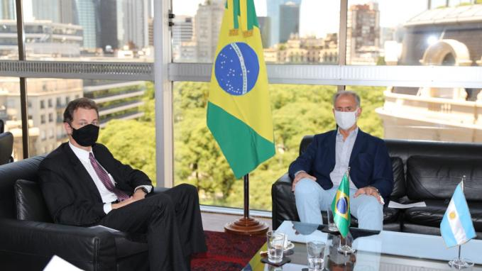 Reunión de Neme con el embajador de Brasil