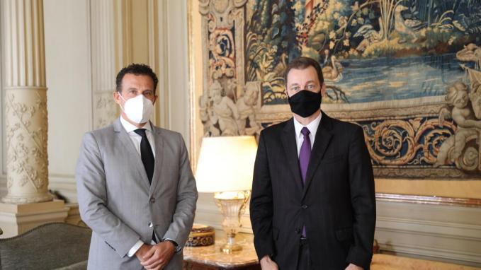 Guillermo Chaves junto al embajador de Brasil