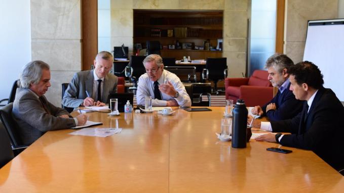 Sola conversa con PM de Granada