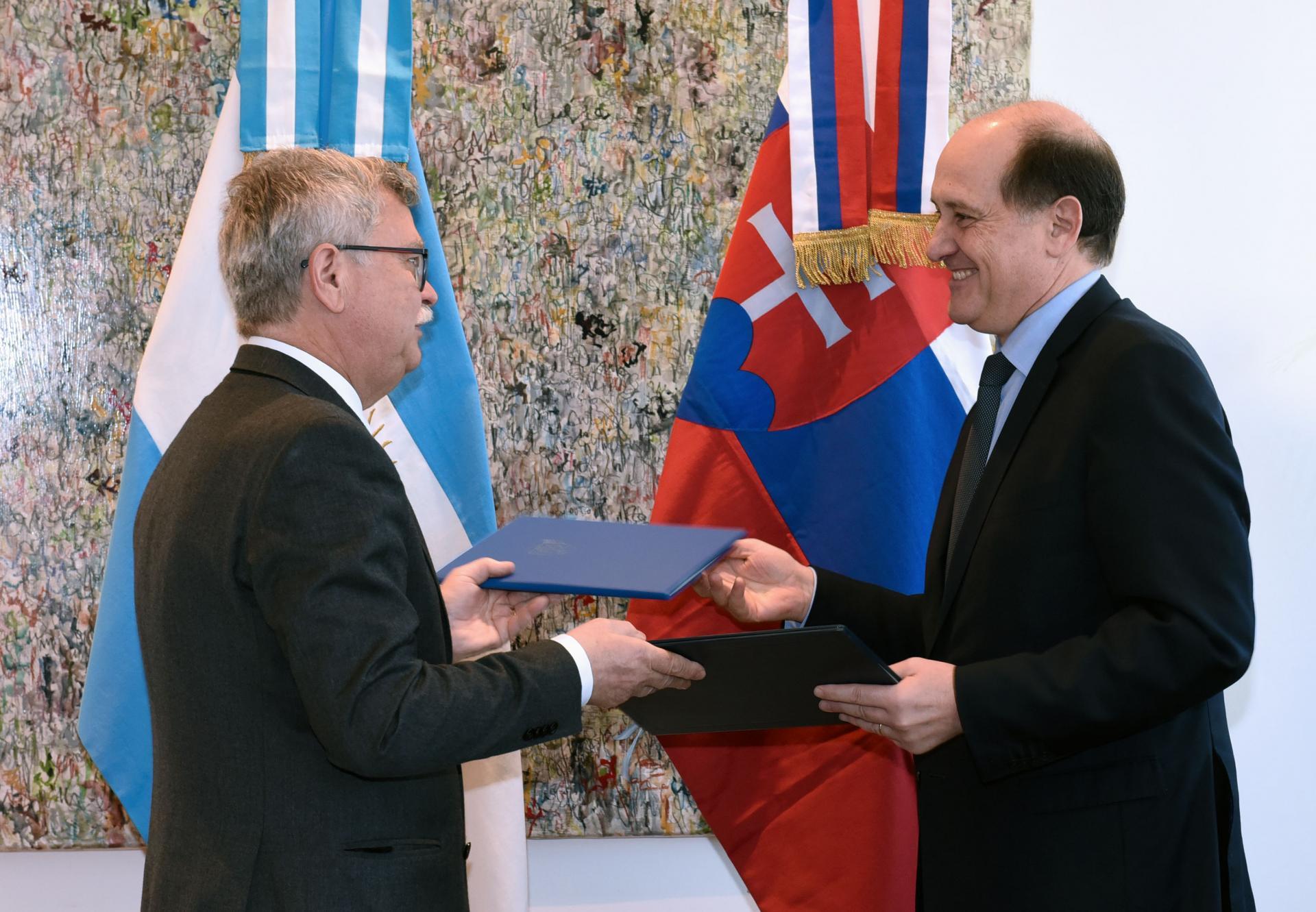 La argentina y eslovaquia firmaron un memor ndum de Ministerio de relaciones exteriores y culto